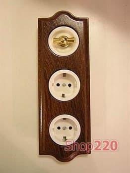Поворотный выключатель золото/белый + 2 розетки 2К+З с защ. шторками Venezia Clasica в деревяной рамке Sapelly - фото 10486
